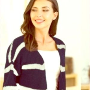 ⭐️⭐️⭐️Navy blue with ivory stripped sweater.⭐️⭐️⭐️